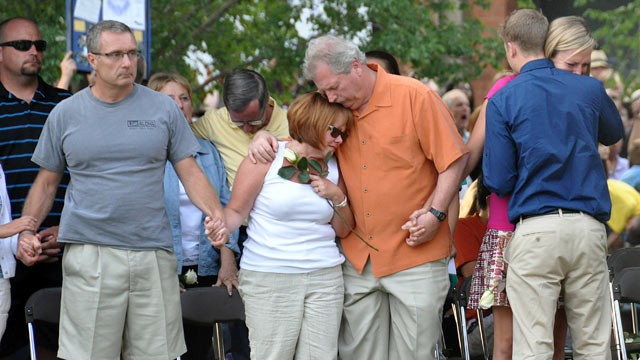 PHOTO: Mourners attend a vigil in Aurora, Colo., July 22, 2012.