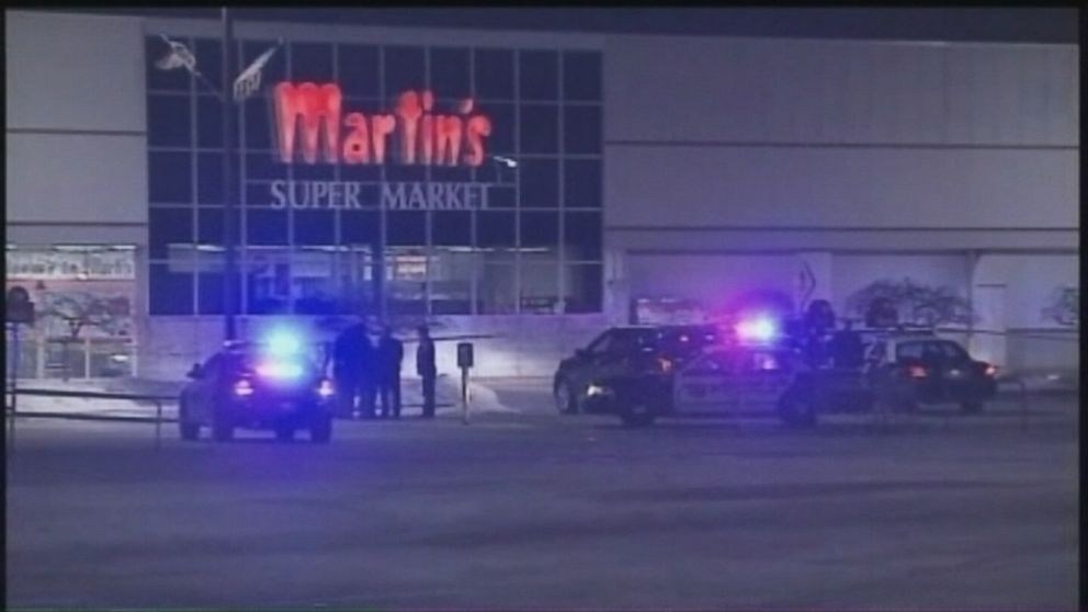 PHOTO: Three people, including a gunman, were killed in a shooting Wednesday, Jan. 15, 2014 at a grocery store in Elkhart, Ind.