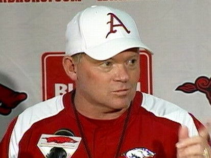 VIDEO: Renee Gork wore a Florida Gators hat while interviewing Arkansas Hogs coach.