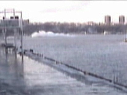 VIDEO: Plane lands in the Hudson River.