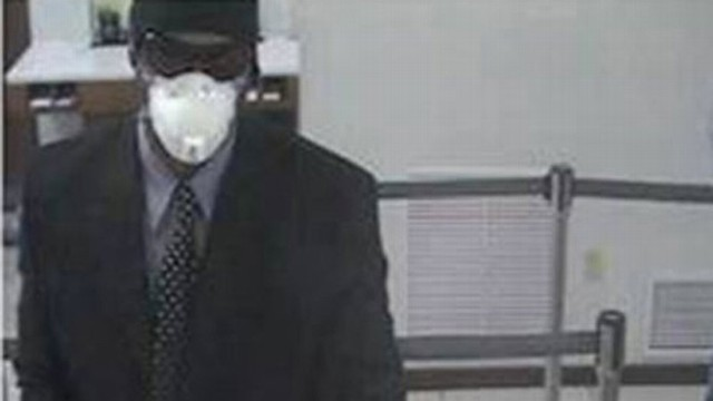 VIDEO: FBI searches for man suspected of robbing 10 banks in the San Diego area.