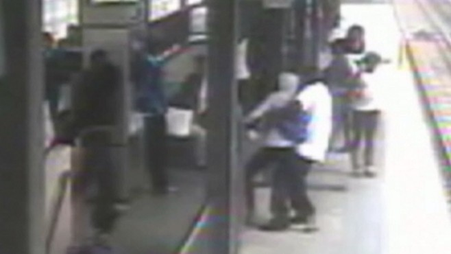 Video: Commuters Thwart Kidnap Attempt