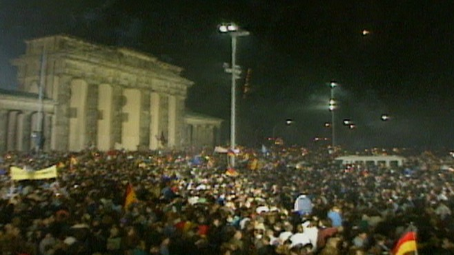 VIDEO: East and West Germany reunite