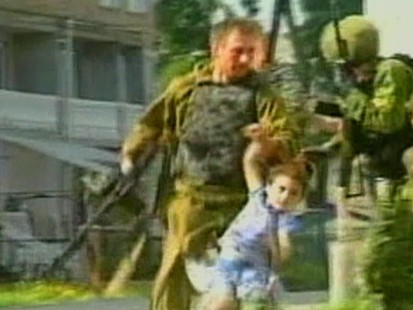 VIDEO: Chechens hold school children hostage 2004