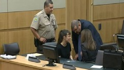 PHOTO: Jodi Arias confers with her attorneys as the jury deliberates in her death penalty case.