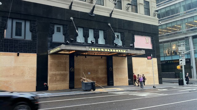 PHOTO: Hurricane Irene's path leads toward New York City, and major retailers such as Bloomingdale's are taking no chances, boarding up their iconic 59th & Lexington store.