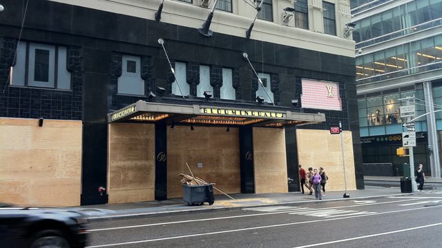 PHOTO: Hurricane Irenes path leads toward New York City, and major retailers such as Bloomingdales are taking no chances, boarding up their iconic 59th & Lexington store.