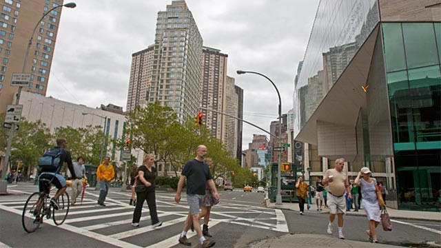 PHOTO: Pedestrians hit the streets of New York after Tropical Storm Irene