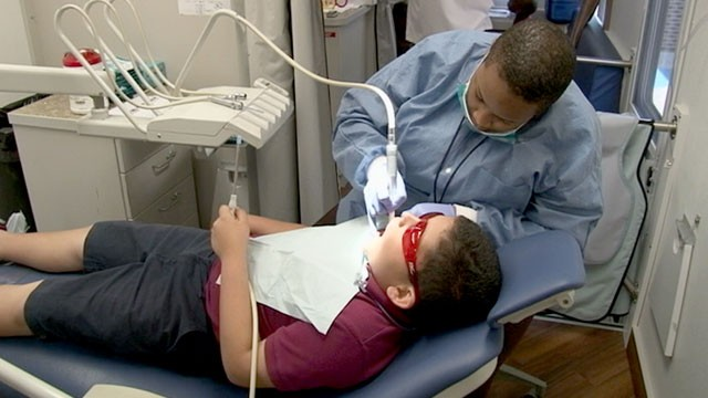 Is there any good free/low cost dental clinics in Chicago? I have a  in Chicago?   How can a low-income person afford to go to the dentist?