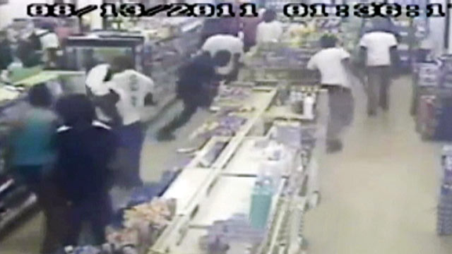 PHOTO:A flash mob invaded a convenience store in Germantown, Md. on Aug. 16, 2011.