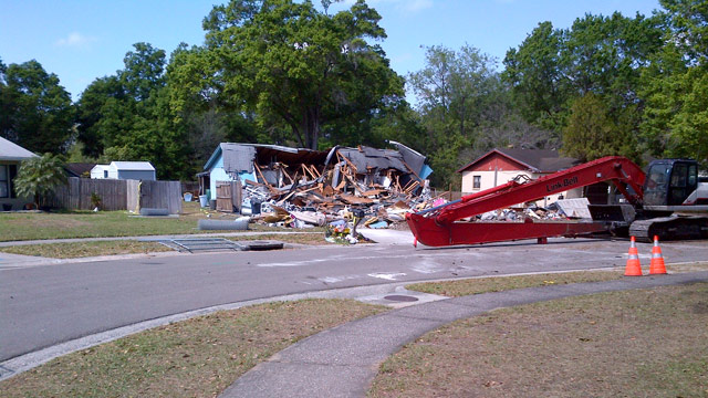 PHOTO: Crews demolished a Florida home over a massive sinkhole, where