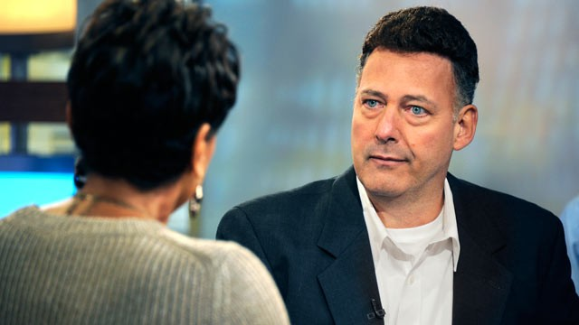 PHOTO: Robin Roberts, left, interviews Gary Giordano, the lone suspect in the case of Robyn Gardner, who went missing in Aruba, Dec. 1, 2011 on