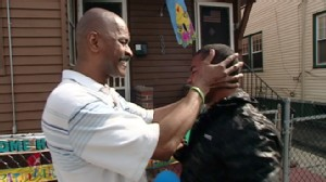 VIDEO: After 28 years apart, a TV show and kind stranger help reconnect a family.
