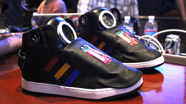 Talking Google Shoes Che Ed Social Scarpe Le Presentano Adidas FWOqWHXr1n