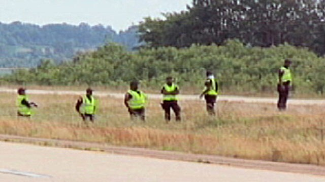 PHOTO: Authorities in three counties in Mississippi are saturating highways in an attempt to hunt down a suspect that may be posing as a police officer and pulling people over before shooting them.