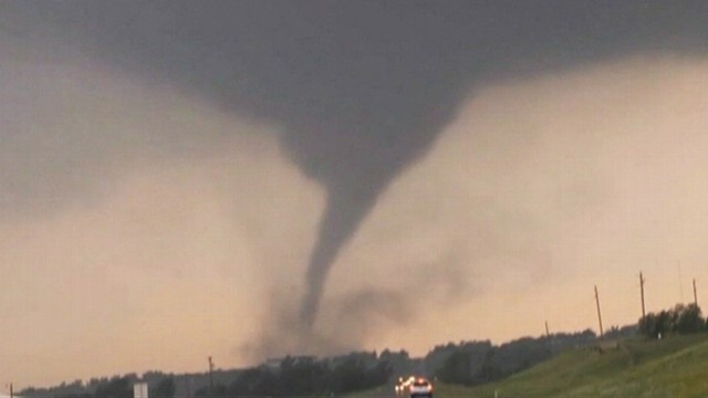VIDEO: Ben Holcomb photographs the twister near Chickasha, Oklahoma.