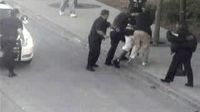 PHOTO: Homeless man saving police officer