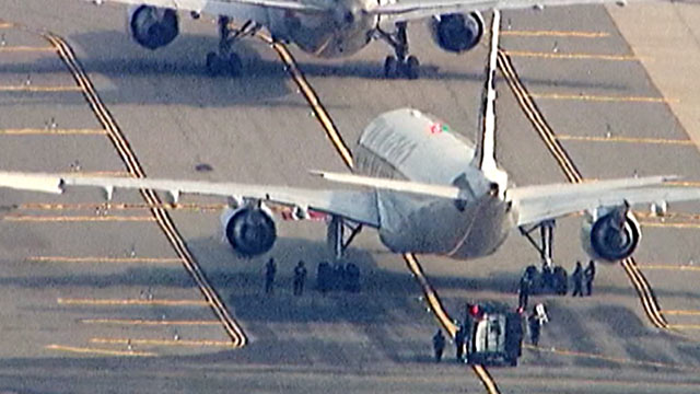 PHOTO: Two Planes at New Yorks JFK Airport Searched After Phone Threat