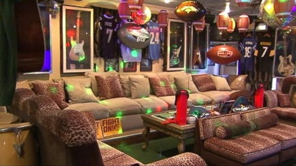 abc kabc man cave lights kb 140128 16x9 608 Calif. Mans Ultimate Super Bowl Man Cave Wows