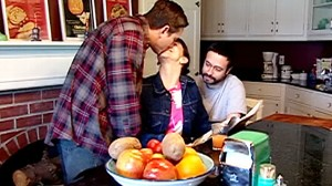VIDEO: two men and one woman live as a family in Seattle.