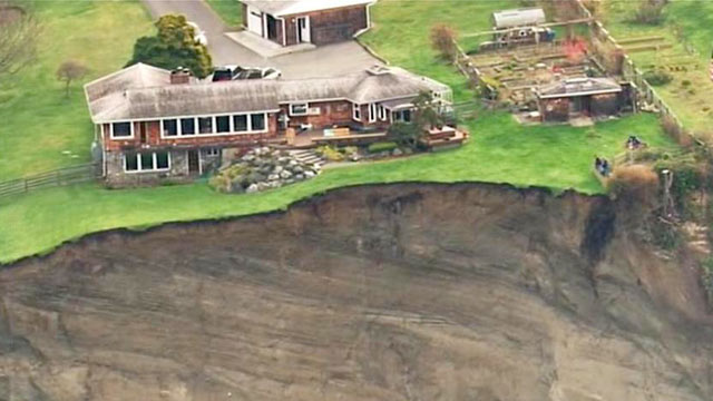 PHOTO: At least 17 homes were evacuated after a landslide overnight occurred on Whidbey Island, Wash.