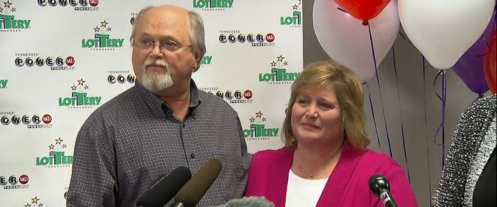 PHOTO: Powerball winners in Nashville, Tenn. on Jan. 15, 2016.