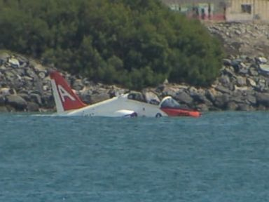 PHOTO: A T-45 Goshawk crashed into the San Diego Bay.