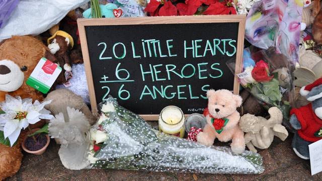 PHOTO: A sign sits at the base of the Newtown, Conn., Christmas tree that has become the site of a makeshift memorial, on Dec. 18, 2012.