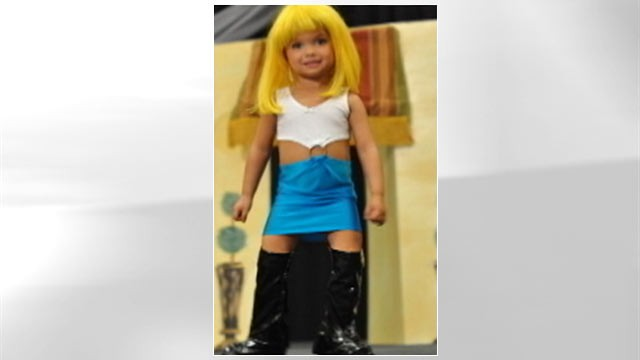 "PHOTO: 3-yr old Paisley Dickey performs in her ""Pretty Woman"" prostitute outfit."