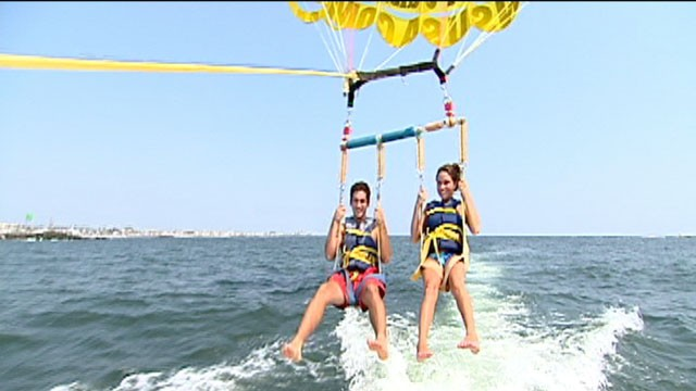 PHOTO: Some people have raised questions about the safety of parasailing, because there are no federal regulations in place.