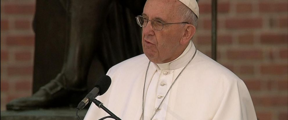 PHOTO: Pope Francis speaks at Independence Hall in Philadelphia, Sept. 26, 2015.