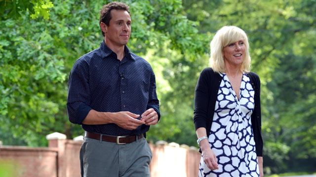 PHOTO: Rielle Hunter, John Edwards' former mistress, talks to ABC News' Chris Cuomo for an interview that will air on ABC News.