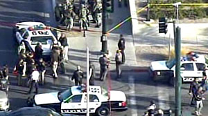 Photo: 2 Guards Shot in Las Vegas Federal Building: Official: 2 marshals shot, gunman apprehended in shooting at federal building in Las Vegas