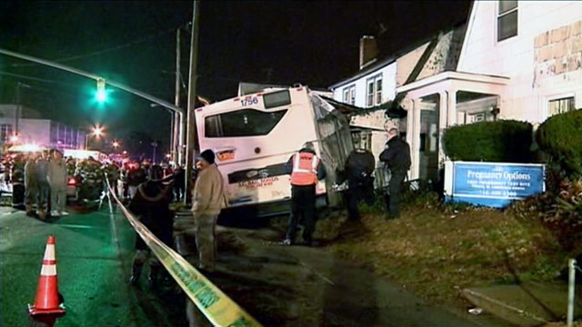 PHOTO: Bus crashes into Long Island home