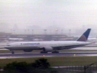 VIDEO: Plane Forced to Land After Pilot Dies