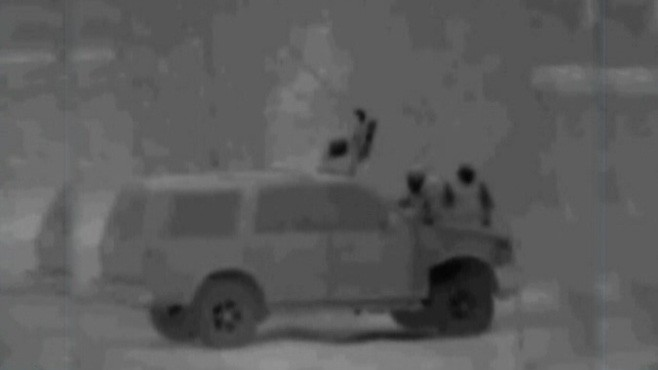 VIDEO: Drug smugglers use catapult to launch drugs over Arizona-Mexico border.
