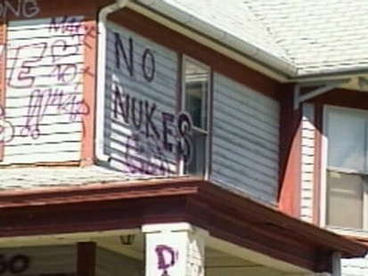 VIDEO: An Iowa man spray paints his home in order to get the town to tear it down.