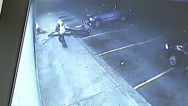 VIDEO: Atlanta police investigate smash-and-grab burglary of hair extensions.