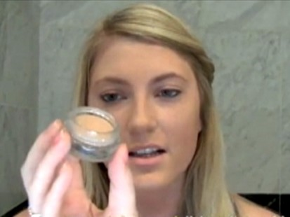 VIDEO: Web tutorial by AllThatGlitters21 offers celebrity make-up tips.