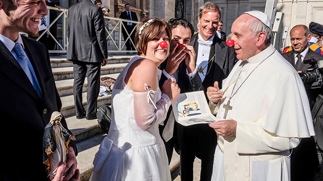 PHOTO:Vatican Pope Francis jokes with the newlyweds of the Rainbow Association Marco Lagulli Onlus, which deals with the clownterapia in hospitals, Nov. 6, 2013.