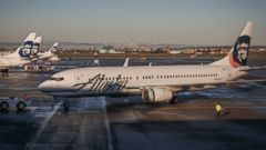 'PHOTO:An Alaska Airlines jet prepares for departure1_b@b_1the Portland, Oregon International Airport, December 30, 2015.' from the web at 'http://a.abcnews.com/images/US/alaska-airlines-gty-jrl-171228_16x9t_240.jpg'