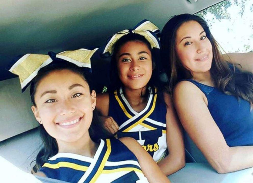 PHOTO: Undated photo of Alyssa Alcaraz, center, with her sister, Mariah Alcaraz, right, and her mother, Keila Lino Alcaraz.