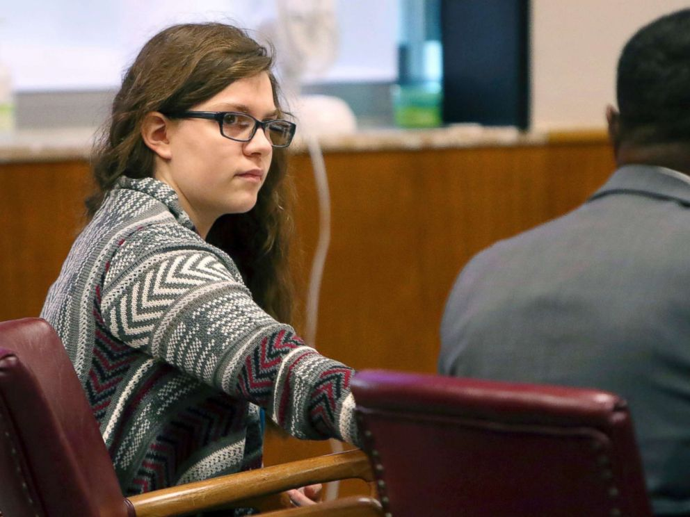 PHOTO: Anissa Weier passes a note to defense attorney Joseph Smith Jr. during closing arguments in her case before Waukesha County Circuit Court Judge Michael Bohren, Sept. 15, 2017, in Waukesha, Wis.