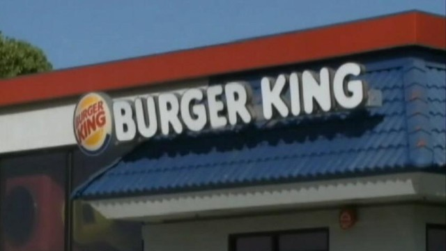 VIDEO: A quick-thinking worker at a California Burger King prevented robbery suspects escape by car.