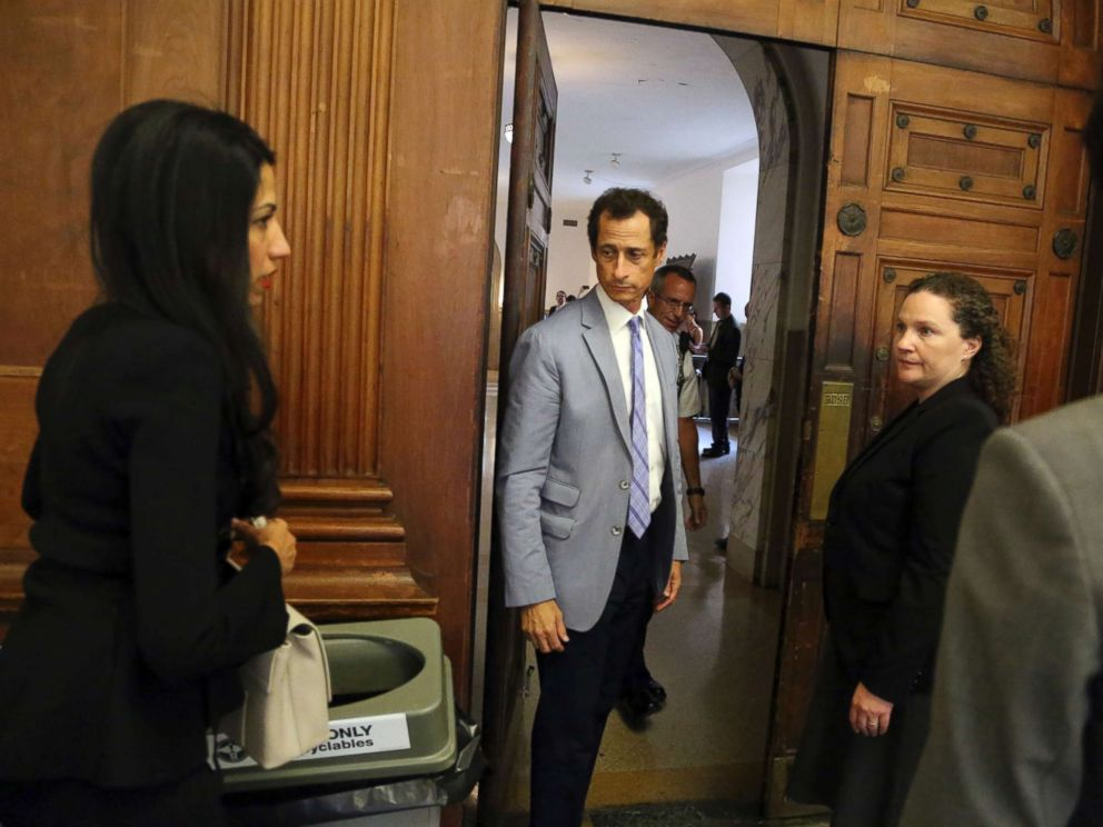 PHOTO: Anthony Weiner and Huma Abedin, left, prepare to leave the courtroom in New York City, Sept. 13, 2017.