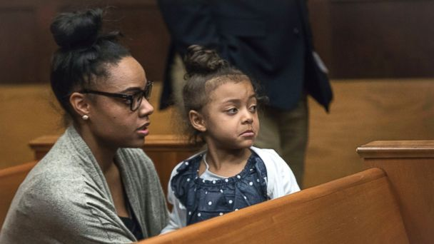PHOTO: Shayanna Jenkins Hernandez, fiancee of former New England Patriot Aaron Hernandez, sits in the courtroom with the couple's daughter during jury deliberations in Hernandez's double-murder trial at Suffolk Superior Court in Boston, April 12, 2017.