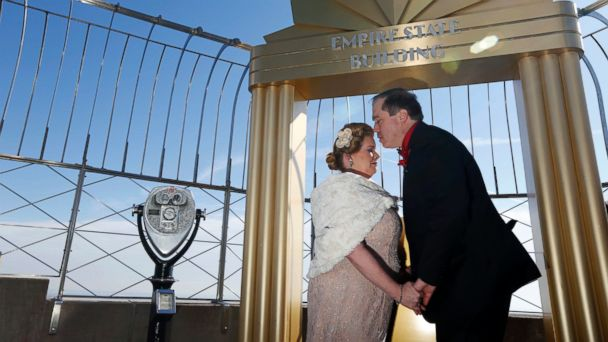 PHOTO: Catherine Fiehn LeStrange and Eric LeStrange, of Shelton, Conn., kiss after being married on the observation deck of the the Empire State Building in New York, Feb. 14, 2017.