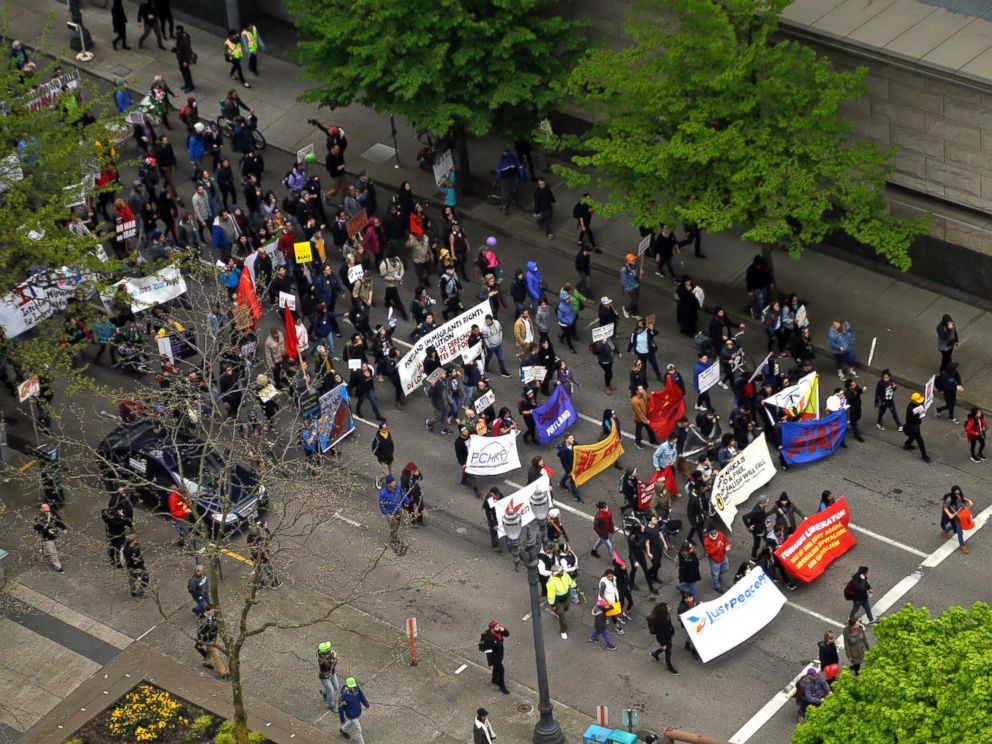 PHOTO: Protesters march through the street in Portland, Oregon, May 1, 2017.