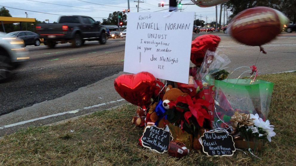 http://a.abcnews.com/images/US/ap-mcknight-roadside-memorial-ps-161206_16x9_992.jpg