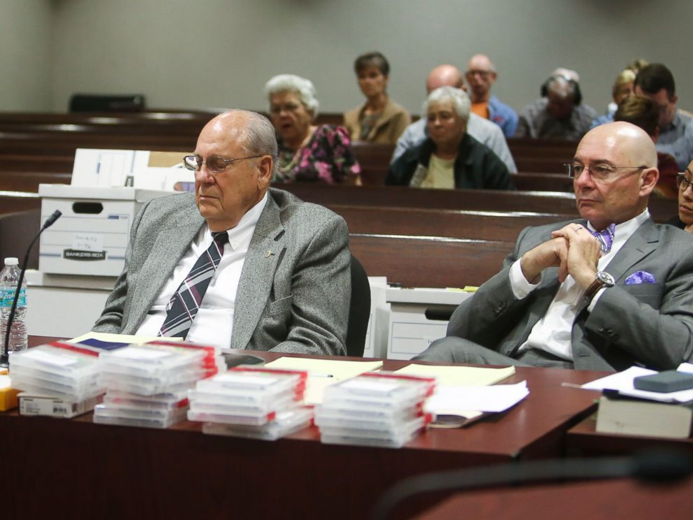 PHOTO: Retired police officer Curtis Reeves sits with his defense attorneys during a hearing at the Robert D. Sumner Judicial Center in Dade City, Fla. on Feb. 21, 2017.